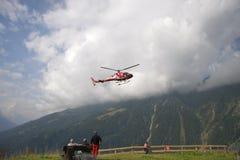 Alpes d'hélicoptère de délivrance Image stock