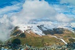 Alpes da nuvem e da montanha imagem de stock royalty free