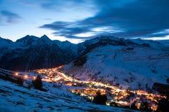Alpes del deux de Les en la noche Imágenes de archivo libres de regalías