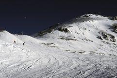 alpes deux法国手段滑雪倾斜 免版税库存照片