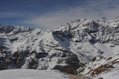 Alpes italiens en hiver avec la neige sur des crêtes de montagne Photos stock