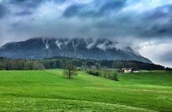 Горы Alpes на Schoenau, озере Koenigssee, Баварии Германии Стоковое фото RF