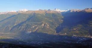 Alpes suisses au coucher du soleil photos libres de droits