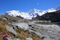 Alpes suisses augmentant le chemin Images stock