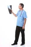 γιατρός που φαίνεται των &alph Στοκ φωτογραφία με δικαίωμα ελεύθερης χρήσης