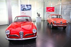 Alpha- Romeo Giulietta Sprint en Sedanmodellen op vertoning bij het Historische Museum Alfa Romeo stock foto's