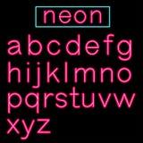 Alphabet au néon rougeoyant rose de barre sur le fond noir Photos stock