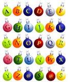 Alphabet auf Weihnachtsverzierungen Stockfotos