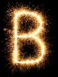 Alphabet B de lumière de feu d'artifice de cierge magique sur le noir Photo stock