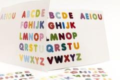 Alphabet bezeichnet Kreidevorstand mit Buchstaben Stockbilder