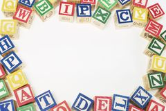 Alphabet-Blöcke mit Exemplar-Platz in der Mitte Lizenzfreies Stockfoto