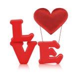 Alphabet d'amour et coeur rouges de tissu avec le chemin de coupure Image stock
