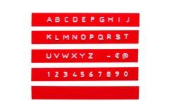 Alphabet de relief sur bande en plastique rouge Photos stock