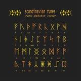 Alphabet de Rune Symboles antiques occultes Images stock