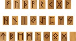 Alphabet en bois avec le vieil ensemble antique de Futhark de runes des norses de lettres scandinaves et germaniques Images libres de droits