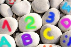 Alphabet et nombres colorés Image libre de droits