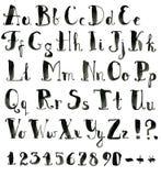 Alphabet latin d'encre rugueuse drôle Police noire tirée par la main illustration stock