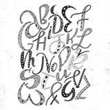 Alphabet latin tiré par la main unique avec l'ornement de griffonnage Police comique mignonne dans le style de boho ABC marque av illustration de vecteur