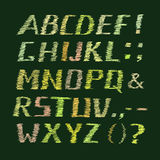 Alphabet manuscrit coloré de craie sur le vert illustration de vecteur