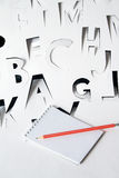 Alphabet semblable au papier et cahier Images stock