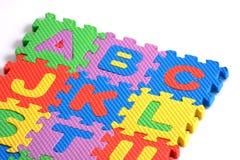 Alphabetpuzzlespielstücke stockbilder