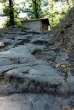 Alpi Apuane, dei Marmi сильной стороны, Лукка, Тоскана, Италия Leadin пути стоковое изображение rf