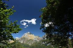 Alpi Apuane, Forte dei Marmi, Lucca, Tuscany, Italien Monte Pania royaltyfri bild