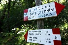 Alpi Apuane, Forte Dei Marmi, Lucca, Tuscany, Włochy ?ladu znak fotografia royalty free