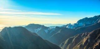 Alpi Apuane góry i marmurowy łupu widok Kararyjski, Tuscany, obraz royalty free