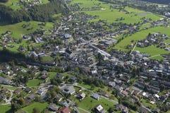 Alpi austriache: Airshot da Schruns in valle di Montafon fotografie stock