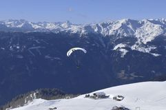 Alpi austriache: Lienz-città di parapendio-Paradiesabove fotografie stock