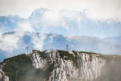 Alpi austriache in nebbia di mattina Fotografie Stock