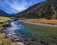 Alpi austriache nel sole di mezzogiorno Fotografie Stock