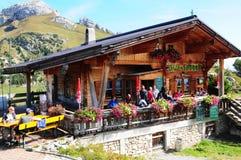 Alpi austriache: ristorante della montagna alle montagne rofan qui sopra Fotografia Stock Libera da Diritti