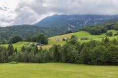 Alpi bavaresi con le nuvole a basso livello vicino a Berchtesgaden in Germania Fotografia Stock Libera da Diritti