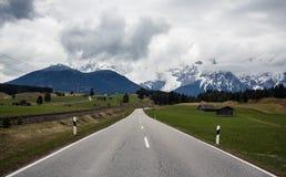Alpi bavaresi durante il giorno nuvoloso Immagine Stock