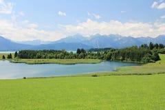 Alpi bavaresi ed il lago Forggensee Immagine Stock Libera da Diritti