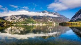 Alpi che riflettono nello specchio del lago Fotografia Stock Libera da Diritti