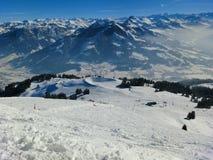 Alpi che sciano in Austria, le montagne di inverno, la neve ed il corso in discesa Immagine Stock Libera da Diritti