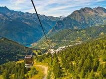 Alpi del francese della cabina di funivia Immagine Stock Libera da Diritti
