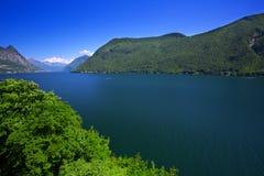 Alpi del lago e dello svizzero lugano, il Ticino, Svizzera Immagini Stock