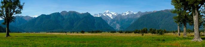 Alpi del sud dal lago Matheson Fotografia Stock