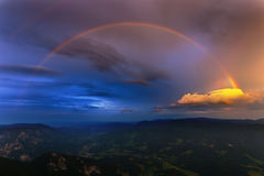 Alpi dell'Austria con il Rainbow Fotografia Stock Libera da Diritti