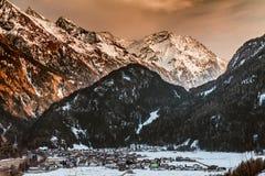 Alpi dell'austriaco della valle della montagna della neve di inverno Fotografie Stock