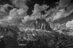 Alpi della dolomia in bianco e nero Fotografia Stock