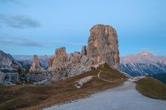 Alpi della dolomia di formazione rocciosa di Cinque Torri Fotografia Stock Libera da Diritti