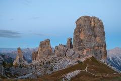 Alpi della dolomia di formazione rocciosa di Cinque Torri Immagine Stock