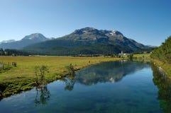 Alpi della locanda e dello svizzero del fiume - Engadine Svizzera Immagine Stock