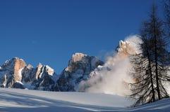 Alpi delle dolomia, Tirolo del sud, Italia Della Pala o Cimone di Cimone con le nuvole in Pale di San Martino Group Fotografia Stock