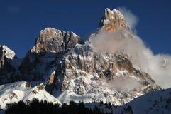 Alpi delle dolomia, Tirolo del sud, Italia Della Pala o Cimone di Cimone con le nuvole in Pale di San Martino Group Fotografia Stock Libera da Diritti